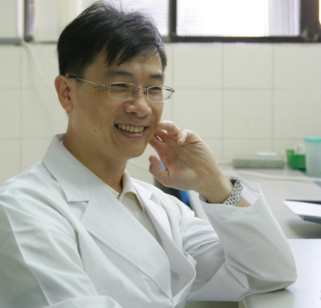 [范國棟]台灣醫師從自僱自營到受僱的歷史變遷分析:資本主義化對醫師專業勞動條件的影響